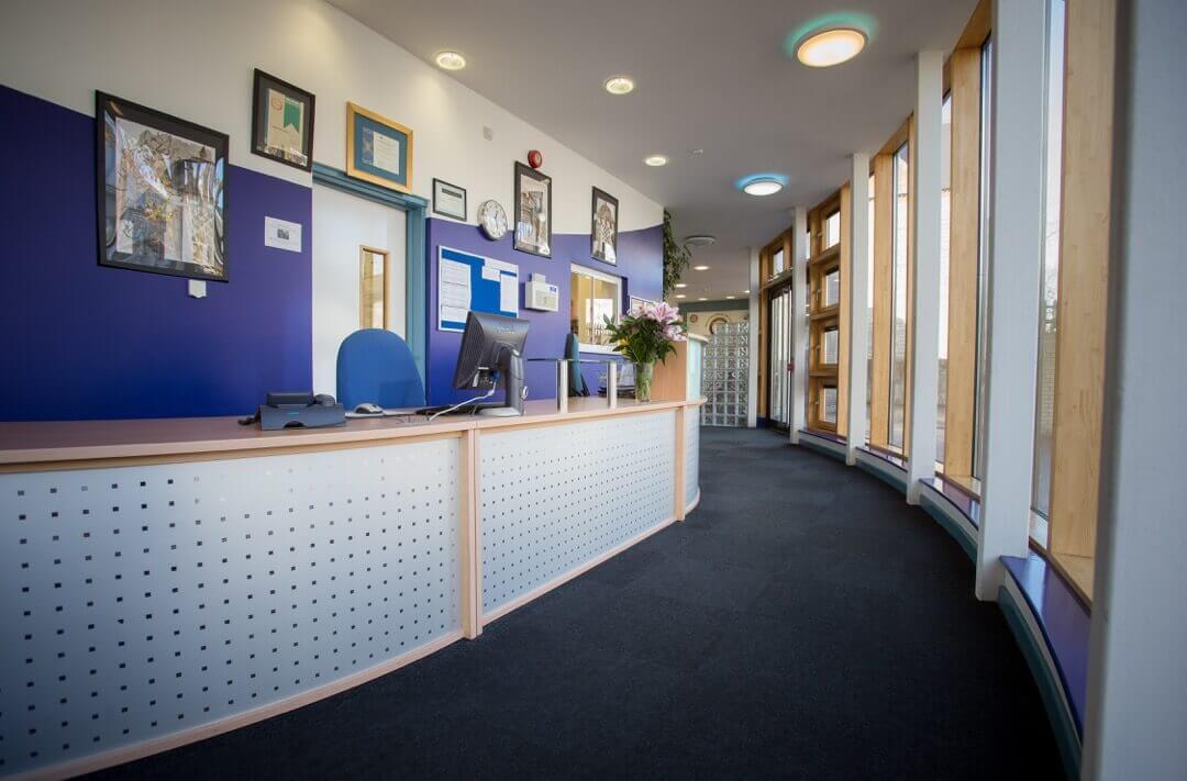 Recepčí. Westbourne School ve Velké Británii. MSM Academy