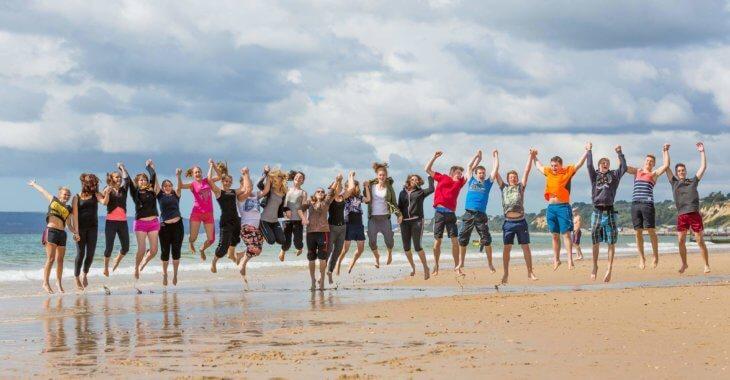 Studenti na pláži. Studium ve Španělsku. MSM Academy